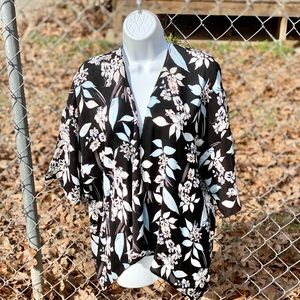 NWOT GB 3/4 Flutter Sleeve Floral Kimono Size XS